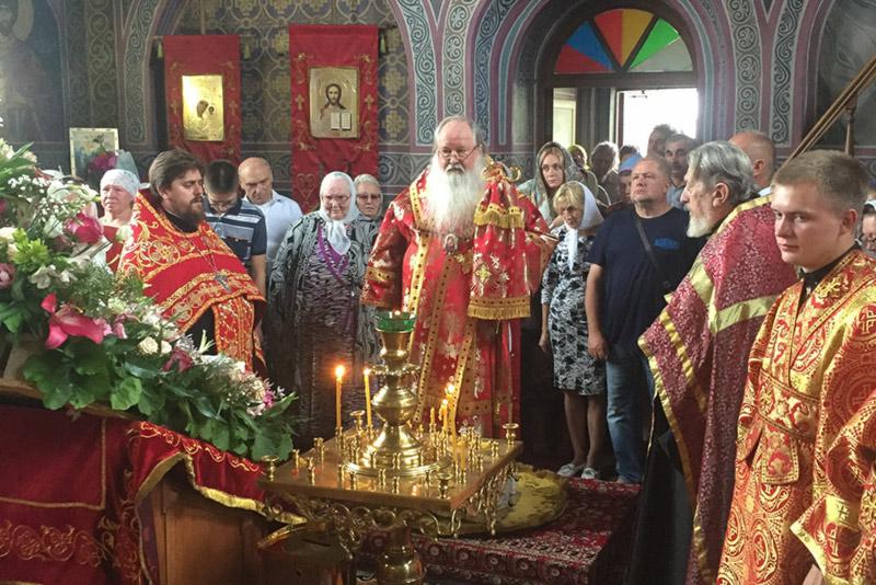 Митрополит Тихон совершил богослужения в Пантелеимоновском храме в день престольного праздника