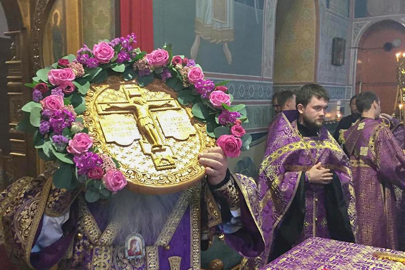 В канун праздника Происхождения Честных Древ Креста Господня митрополит Тихон совершил всенощное бдение в Свято-Успенском монастыре