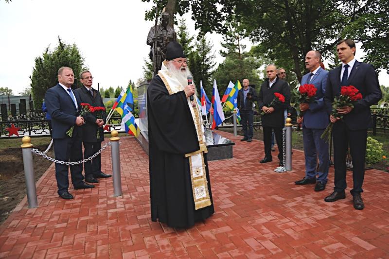 В селе Плещеево Орловского района состоялось открытие памятника Солдату-освободителю и перезахоронение останков красноармейцев