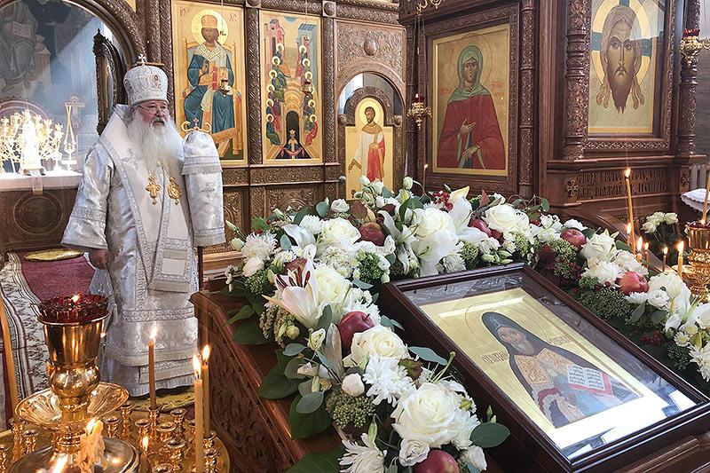 Архипастырь совершил литургию в Свято-Успенском монастыре в день памяти свт. Митрофана Воронежского