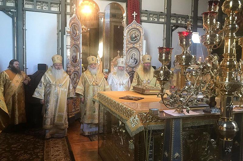 В день своего тезоименитства митрополит Тихон служил в Задонском монастыре
