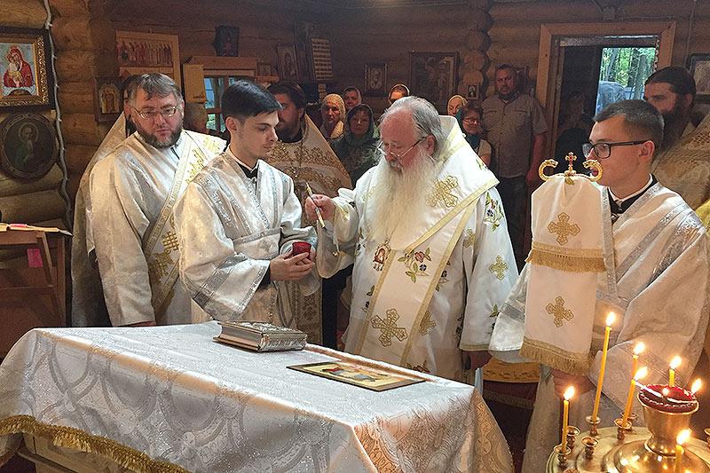 В канун Недели 10-й по Пятидесятнице митрополит Тихон совершил всенощное бдение в скиту Новомучеников Российских
