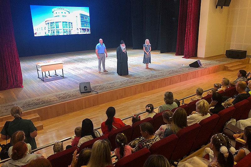 Владыка Тихон поздравил с началом учебного года воспитанников детских творческих центров