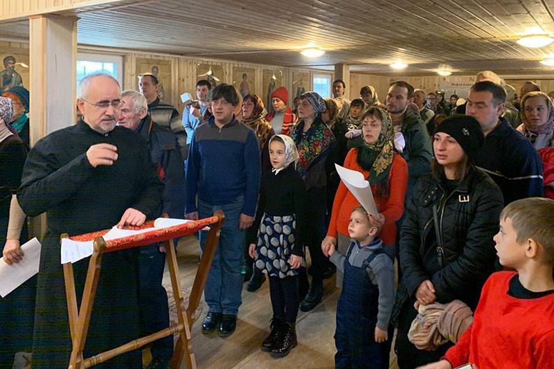 В орловском храме прихожане поют вместе с клиросом
