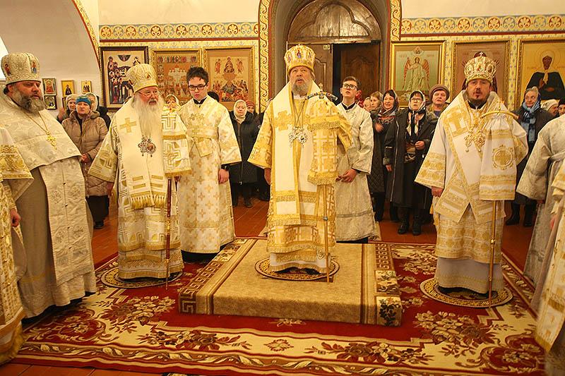 Три Архипастыря Орловской митрополии служили в Троице-Васильевском храме Орла в день его престольного праздника