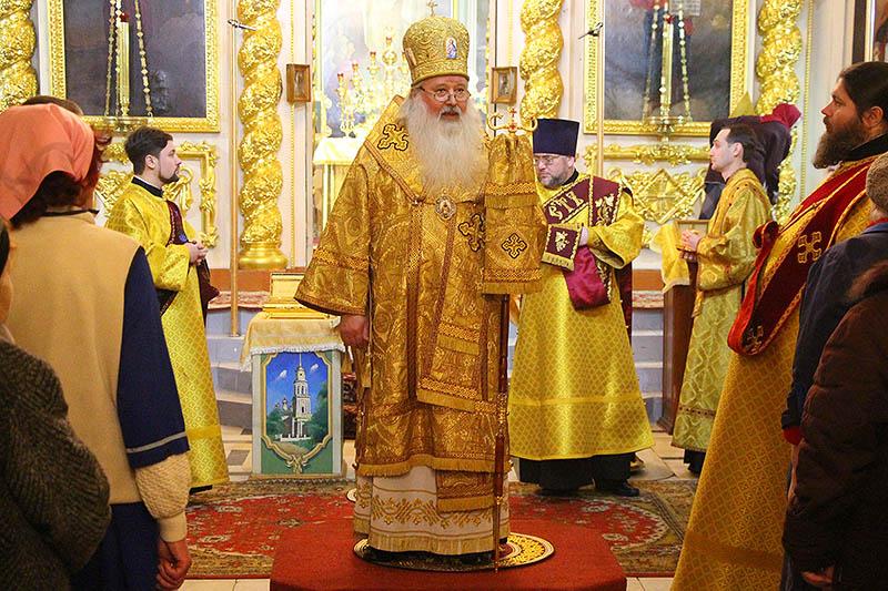 В канун Недели святых отец Владыка Тихон возглавил всенощное бдение в Ахтырском кафедральном соборе