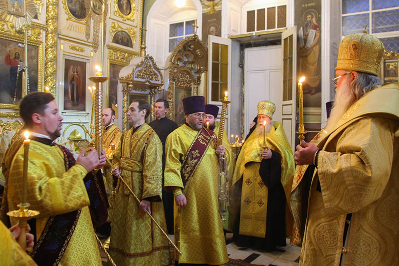 Накануне празднования Собора вселенских учителей и святителей митрополит Тихон возглавил всенощное бдение в Ахтырском соборе