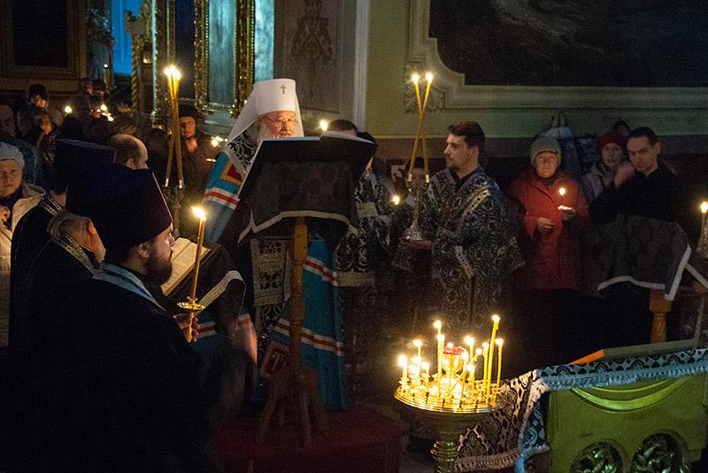 Во вторник первой седмицы Великого поста Владыка Тихон возглавил великое повечерие с чтением канона Андрея Критского в Ахтырском соборе