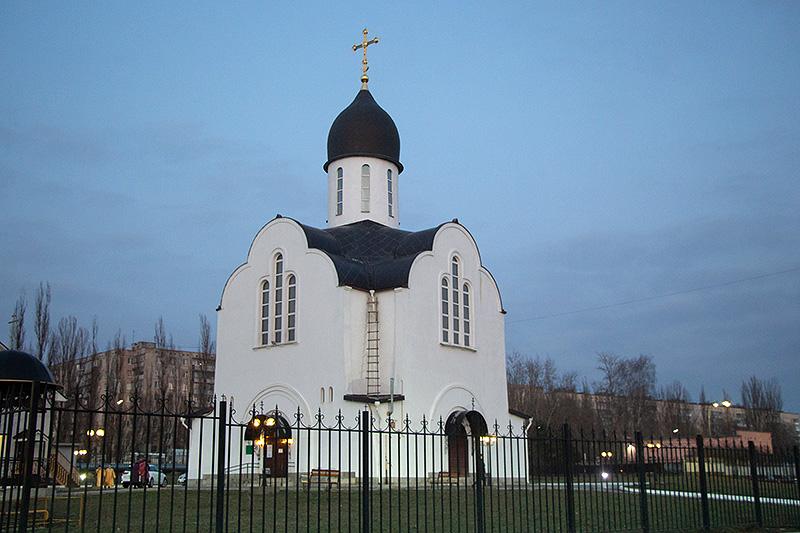 Владыка Тихон возглавил всенощное бдение в храме блаженной Матроны Московской накануне престольного праздника