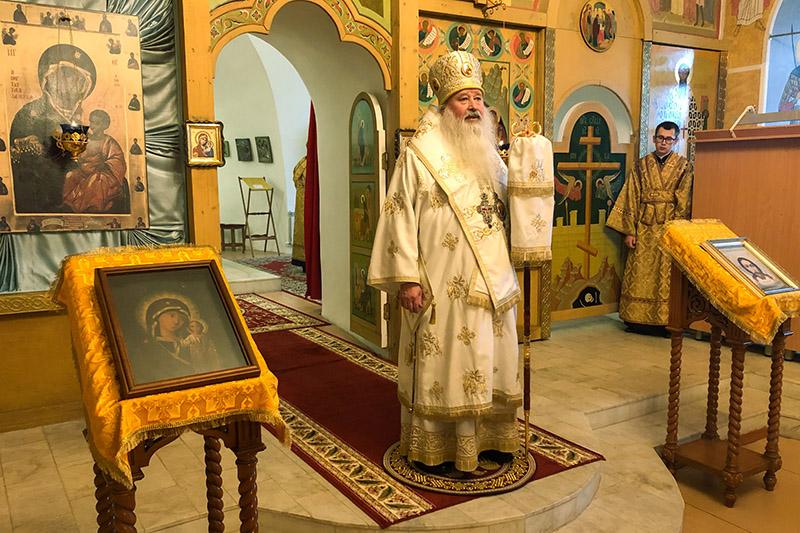 Митрополит Тихон совершил литургию в Троице-Васильевском храме в Неделю 24-ю по Пятидесятнице
