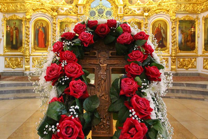 В Неделю Крестопоклонную Архипастырь совершил Литургию в Богоявленском соборе